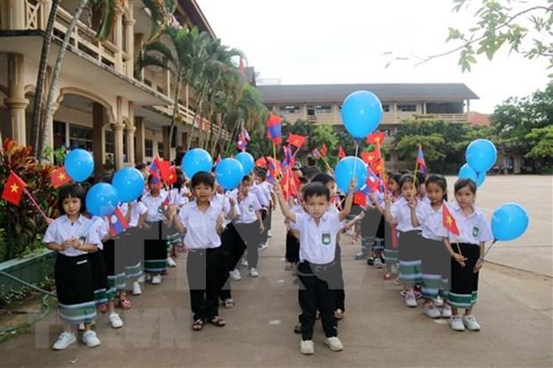 Alumnos en escuela bilingue Laos - Vietnam inician ano escolar hinh anh 1