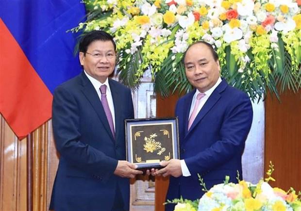 Premieres de Vietnam y Laos se entrevistan al margen del FEM- ASEAN hinh anh 1