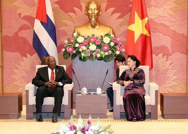 Vietnam esta dispuesto a compartir experiencias legislativas con Cuba hinh anh 1
