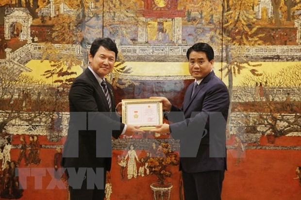 Honran al diplomatico japones por su contribucion al desarrollo de Hanoi hinh anh 1