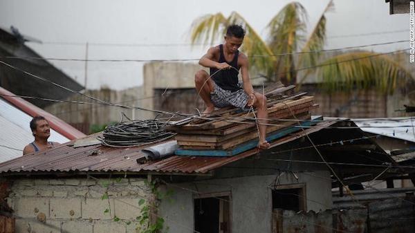 Supertifon Mangkhut toca tierra en Filipinas hinh anh 1