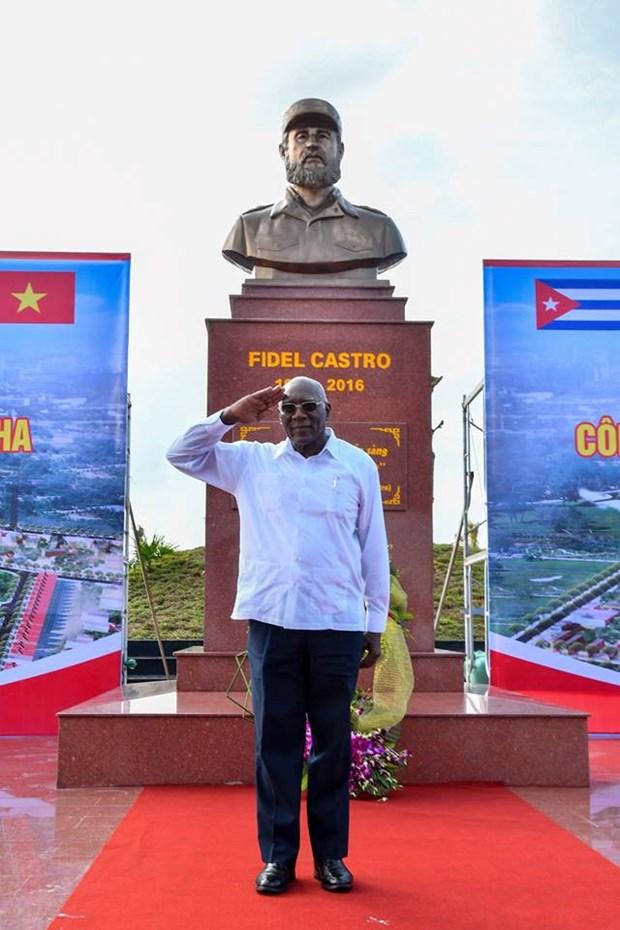Plaza Fidel Castro en el centro de Vietnam hinh anh 6