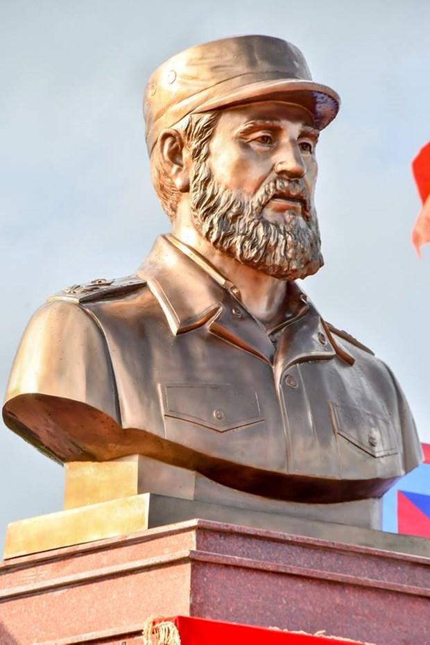 Plaza Fidel Castro en el centro de Vietnam hinh anh 4