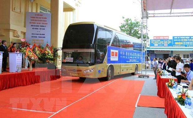 Abren ruta piloto de transporte de viajeros que une a ciudades vietnamitas y chinas hinh anh 1