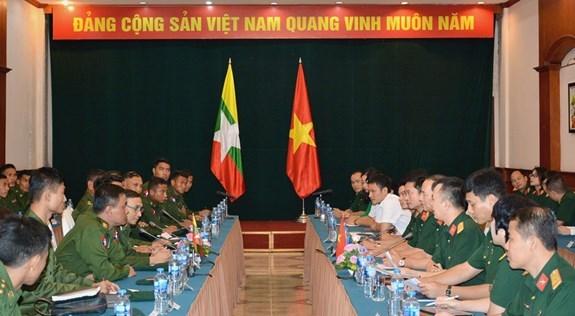 Oficiales jovenes de Vietnam y Myanmar robustecen intercambio de experiencias hinh anh 1