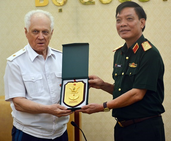 Vietnam impulsa cooperacion en defensa con Rusia y Laos hinh anh 1