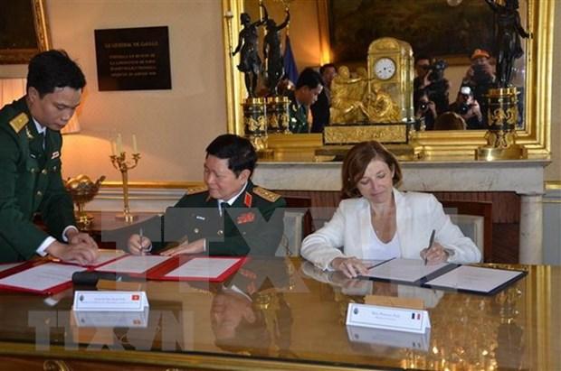 Vietnam y Francia firman declaracion de vision conjunta sobre cooperacion en defensa hinh anh 1