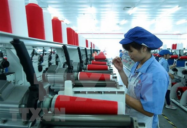 Sector de confecciones textiles de Vietnam se empena en enfrentar desafios en exportacion hinh anh 1