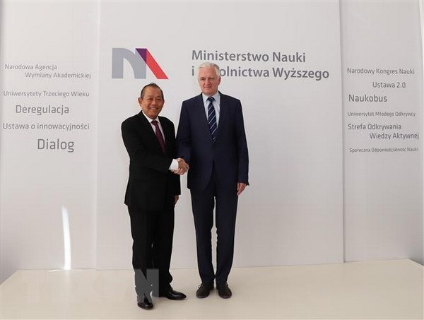 Vicepremier vietnamita inicia visita oficial a Polonia hinh anh 1
