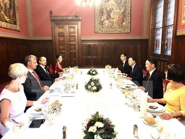 Destacan desarrollo positivo de las relaciones parlamentarias Vietnam- Hungria hinh anh 1
