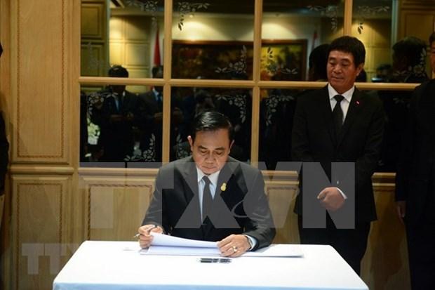 Premier de Tailandia rinde homenaje postumo al presidente de Vietnam hinh anh 1