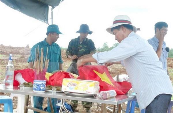 Entierran restos de combatientes vietnamitas caidos en la guerra hinh anh 1