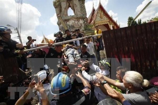 Al menos un muerto y 11 heridos tras colapso de torre de campana en Tailandia hinh anh 1