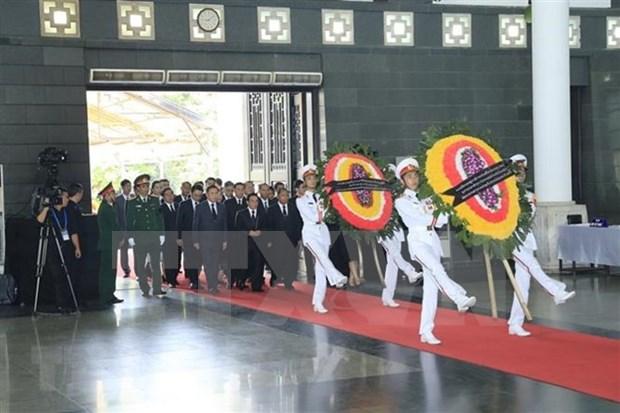 Mil 500 delegaciones nacionales y extranjeras rinden tributo a presidente Dai Quang en Vietnam hinh anh 1