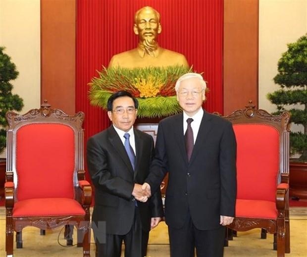 Dirigente partidista de Vietnam dialoga con vicepresidente de Laos hinh anh 1