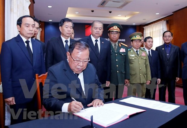 Embajadas de Vietnam en paises sudesteasiaticos rinden homenaje postumo a presidente Tran Dai Quang hinh anh 1