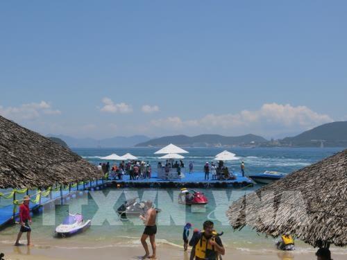 Crece llega de turistas a provincia costera vietnamita hinh anh 1