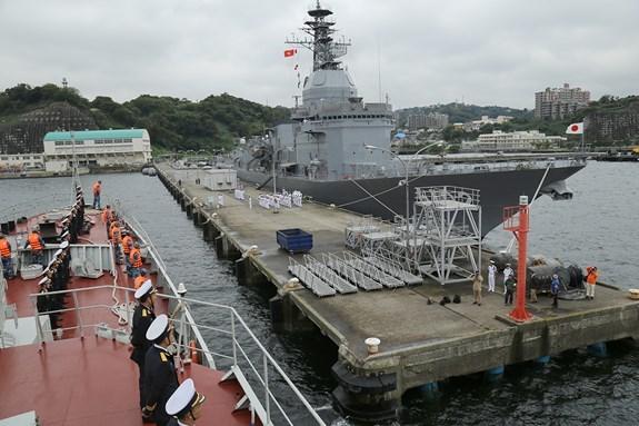 Barco de Armada Popular de Vietnam visita Japon hinh anh 1