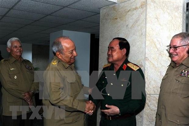 Ejercitos de Vietnam y Cuba fortalecen cooperacion economica hinh anh 1