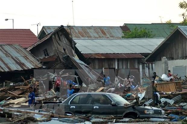 Mas de 830 muertos y otros dos millones 500 mil afectados por tsunami en Indonesia hinh anh 1