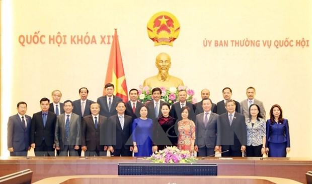 Presidenta del Parlamento de Vietnam dialoga con embajadores nacionales en extranjero hinh anh 1