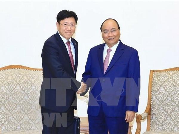 Premier de Vietnam invita a empresas foraneas a invertir en sector de alta tecnologia hinh anh 1