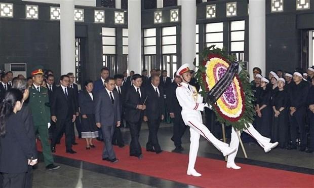 Delegaciones extranjeras rinden tributo a Do Muoi, exsecretario general del Partido Comunista de Vietnam hinh anh 1