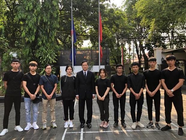 Llegan a Hanoi estudiantes vietnamitas atrapados en Indonesia tras sismo hinh anh 1