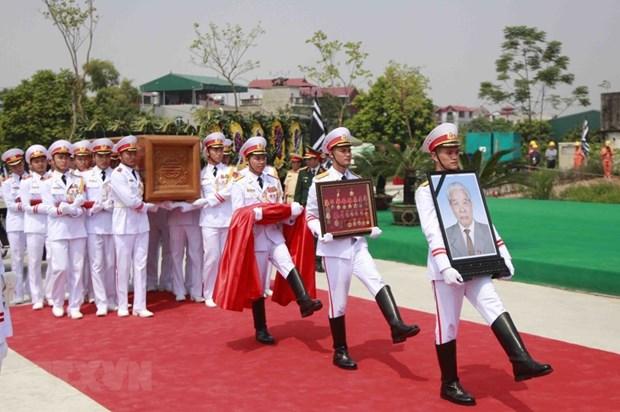 Do Muoi, exsecretario general del Partido Comunista de Vietnam, ya descansa en su tierra natal hinh anh 2