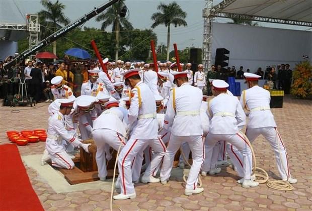 Do Muoi, exsecretario general del Partido Comunista de Vietnam, ya descansa en su tierra natal hinh anh 3