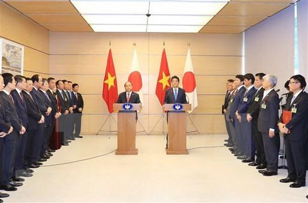 Vietnam y Japon firman numerosos documentos de cooperacion hinh anh 1