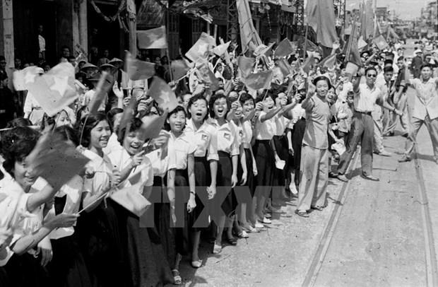 Exposicion marca 64 aniversario de la liberacion de Hanoi hinh anh 1