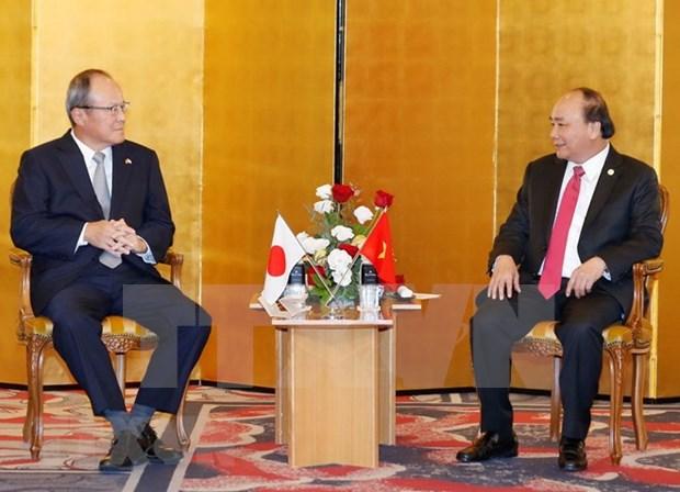 """Premier Xuan Phuc pide a empresas japonesas ser """"faros"""" en desarrollo de infraestructuras en Vietnam hinh anh 1"""