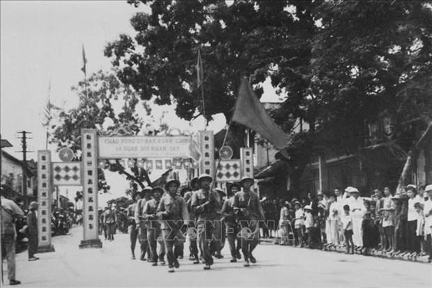 Exposicion fotografica revive celebraciones del Dia de Liberacion de Hanoi hinh anh 1