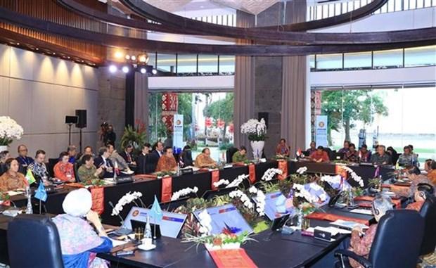 Premier vietnamita asiste a la Reunion de lideres de ASEAN hinh anh 1