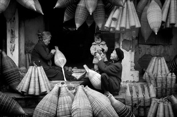 Fotografia resalta aportes de mujeres vietnamitas en zonas rurales al desarrollo sostenible hinh anh 1