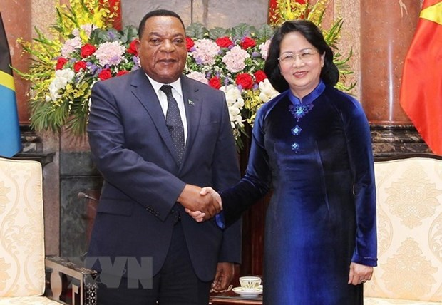 Tanzania es un socio africano prioritario de Vietnam, destaca presidenta interina hinh anh 1