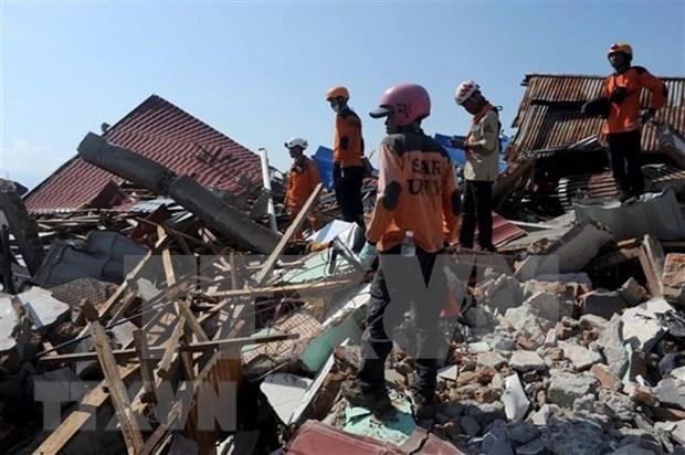 Se eleva a dos mil 45 los fallecidos por desastres naturales en Indonesia hinh anh 1