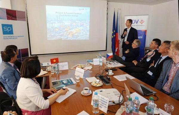 Impulsan cooperacion economica y comercial entre Vietnam y Republica Checa hinh anh 1