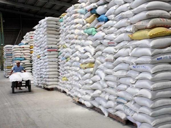 Exportador vietnamita de arroz firma contratos millonarios con Malasia y Estados Unidos hinh anh 1