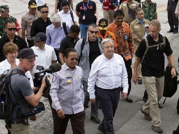 Dirigentes de ONU y BM visitan a zonas afectadas por terremotos y tsunami en Indonesia hinh anh 1