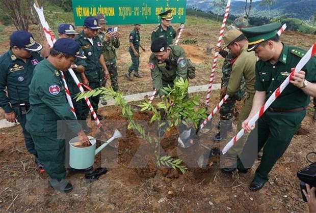 Intensifican relaciones multifaceticas entre Vietnam, Laos y Camboya hinh anh 1