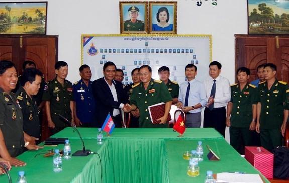 Provincias vietnamita y camboyana cooperan en busqueda de restos de combatientes hinh anh 1