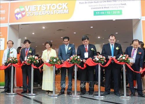Inauguran en Hanoi exhibicion internacional de ganaderia Vietstock hinh anh 1