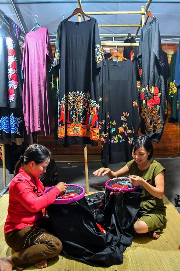 Colores del otono tinen a la moda en Vietnam hinh anh 4