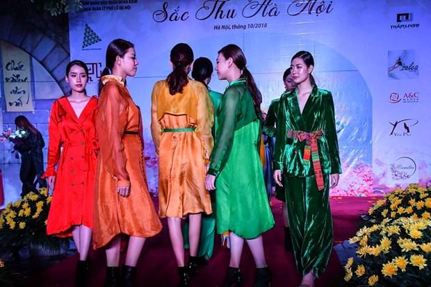 Colores del otono tinen a la moda en Vietnam hinh anh 11