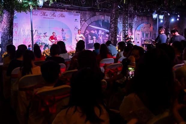 Colores del otono tinen a la moda en Vietnam hinh anh 1