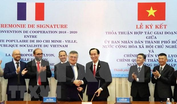 Ciudad vietnamita y metropoli francesa firman acuerdo de cooperacion hinh anh 1