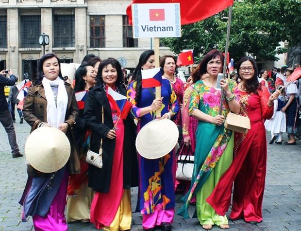 Comunidad vietnamita en Republica Checa celebra Dia nacional de la Mujer hinh anh 1