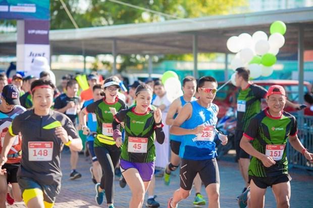 Atletas de mas de 50 paises participan en maraton internacional en Hanoi hinh anh 1